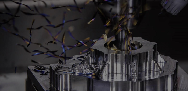 CNC Fräsmaschine beim Bohren