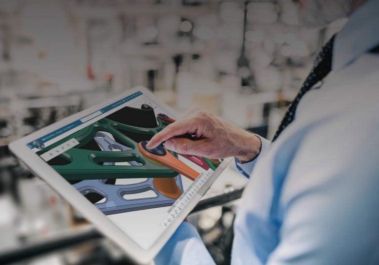 Mann mit Tablet mit xDesign Creator