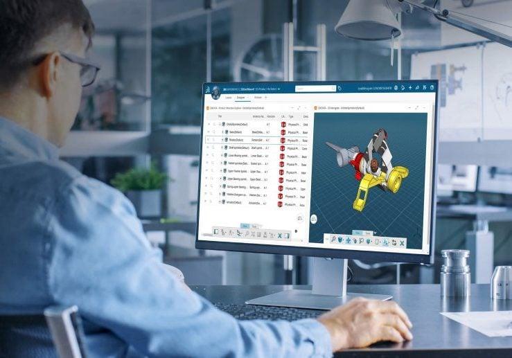 Konstrukteur vor Bildschirm Solidworks