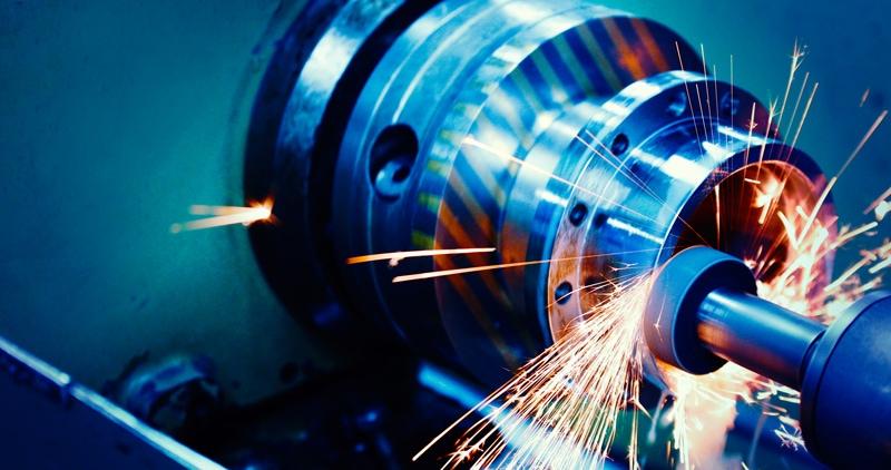 CNC Maschine in Arbeit mit Funken
