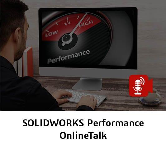 Mann vor Bildschirm verbessert SOLIDWORKS Performance